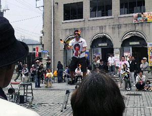 門司港レトロ 大道芸人